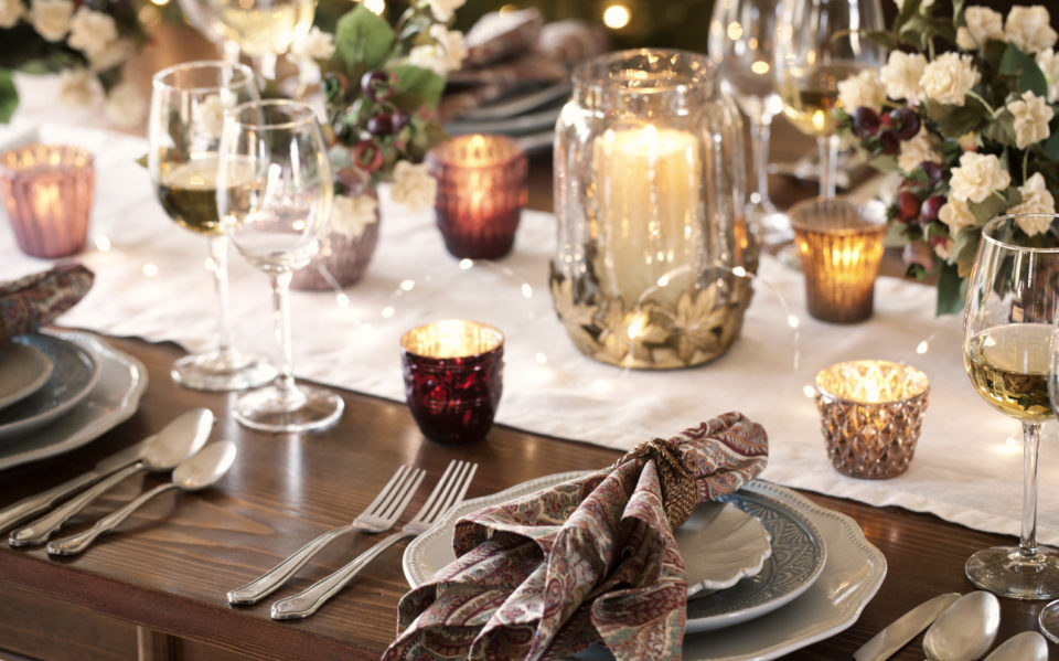 Holiday dining place setting